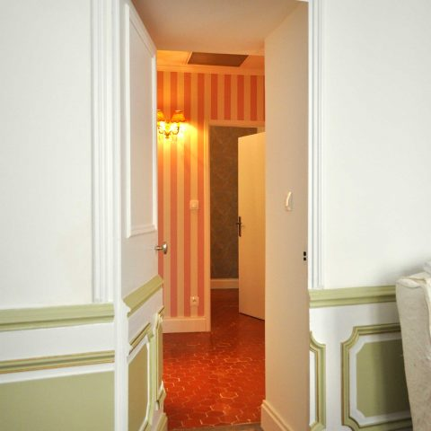 The panelled door from the salon to the hall and on to the bedroom