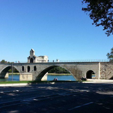 `{` ♫ `}` Sur le pont d'Avignon, l'on y dan-se, l'on y dan-se . . . `{` ♫ `}`
